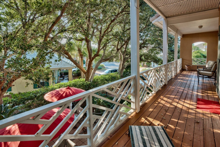 Lovely Porch/Deck
