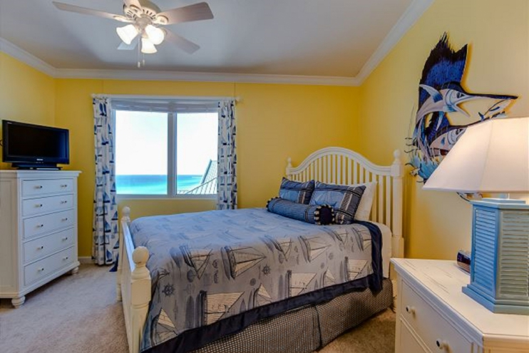 2nd bedroom with Queen sized bed and view of ocean!