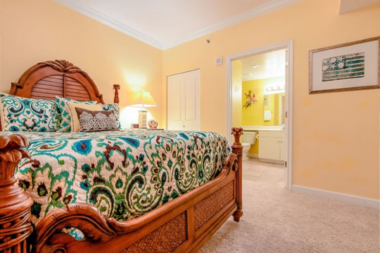 3rd bedroom with Queen sized bed, comfortable blanket and plenty of pillows.