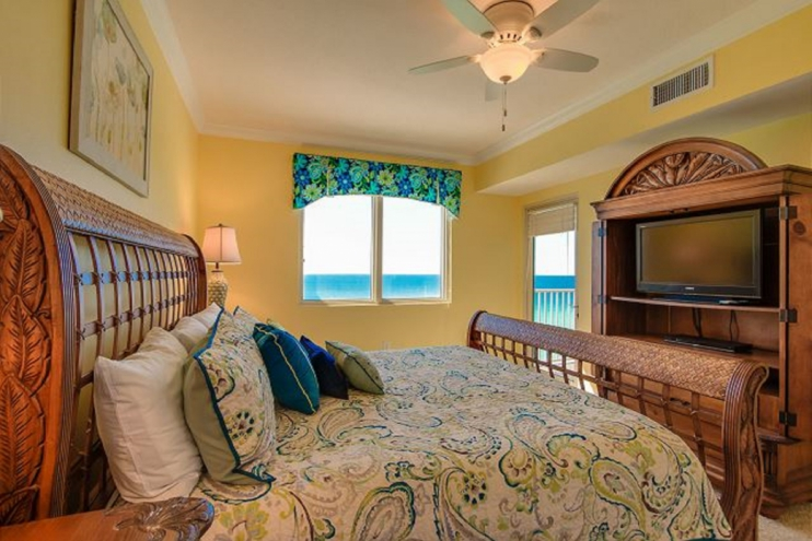 Master suite overlooking ocean and large flat screen tv with DVD player