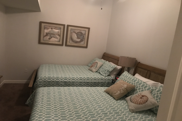 2 queen beds (bedroom 1)