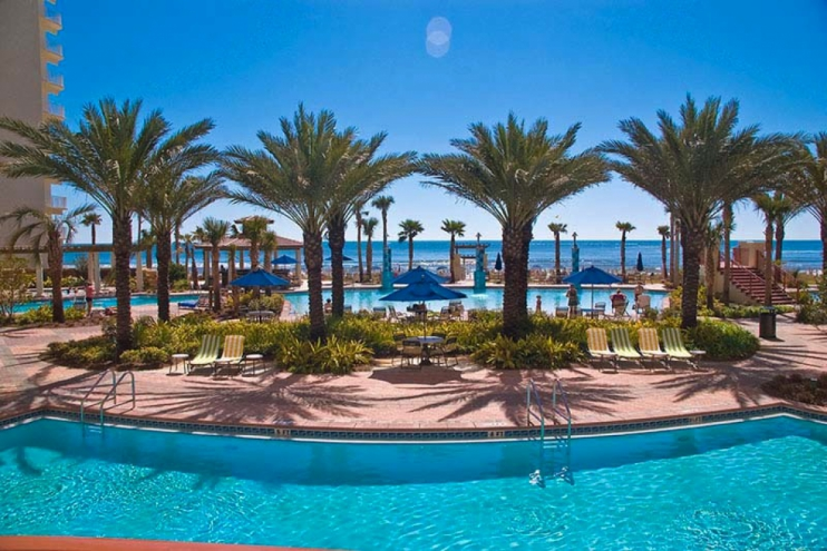 Gorgeous Pool overlooking Gulf of Mexico with tiki huts, serving food and drinks!