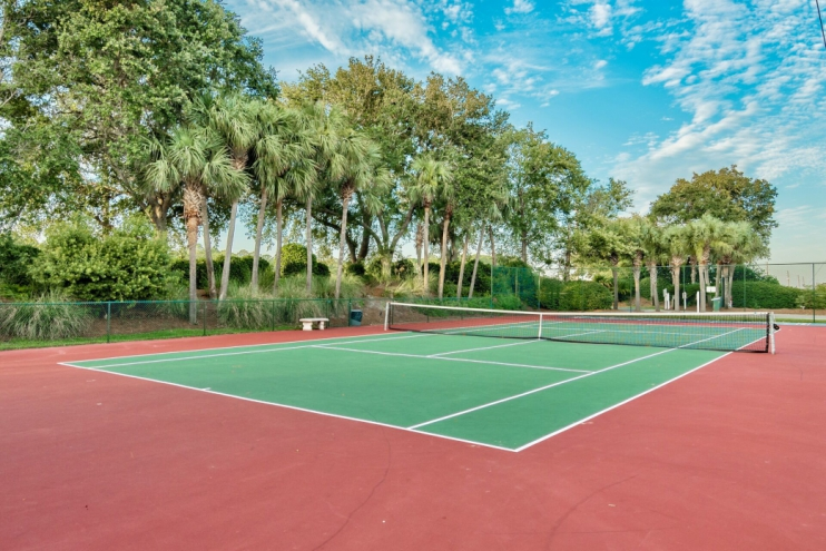 Private tennis and basketball courts!