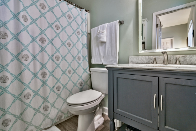 Ensuite Master bathroom with updated flooring, toilet and vanity!