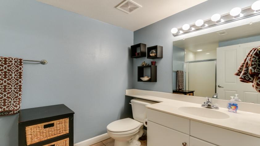 Bunkroom full bathroom