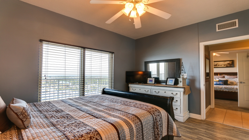 2nd Master bedroom with queen bed